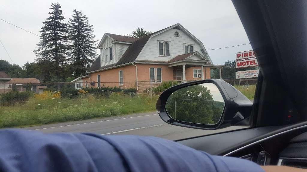 Pines Motel - lodging  | Photo 2 of 4 | Address: 730 Claremont Ave, Tamaqua, PA 18252, USA | Phone: (570) 668-0100