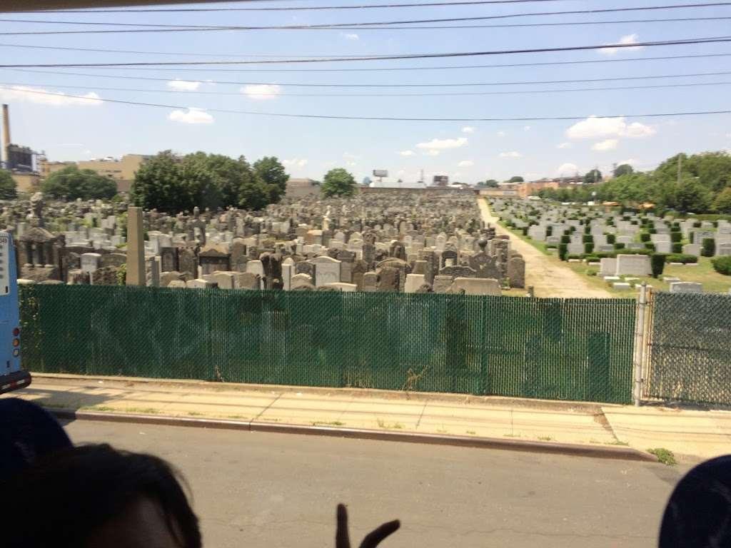 Bnal Jeshurum and Shearith Israel Cemetery - cemetery    Photo 3 of 4   Address: Brooklyn, NY 11208, USA