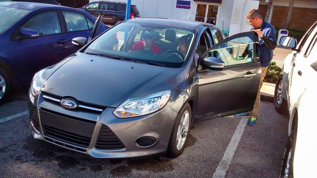 Alamo Rent A Car - car rental  | Photo 6 of 8 | Address: 1000 Car Care Dr, Orlando, FL 32830, USA | Phone: (407) 824-3470