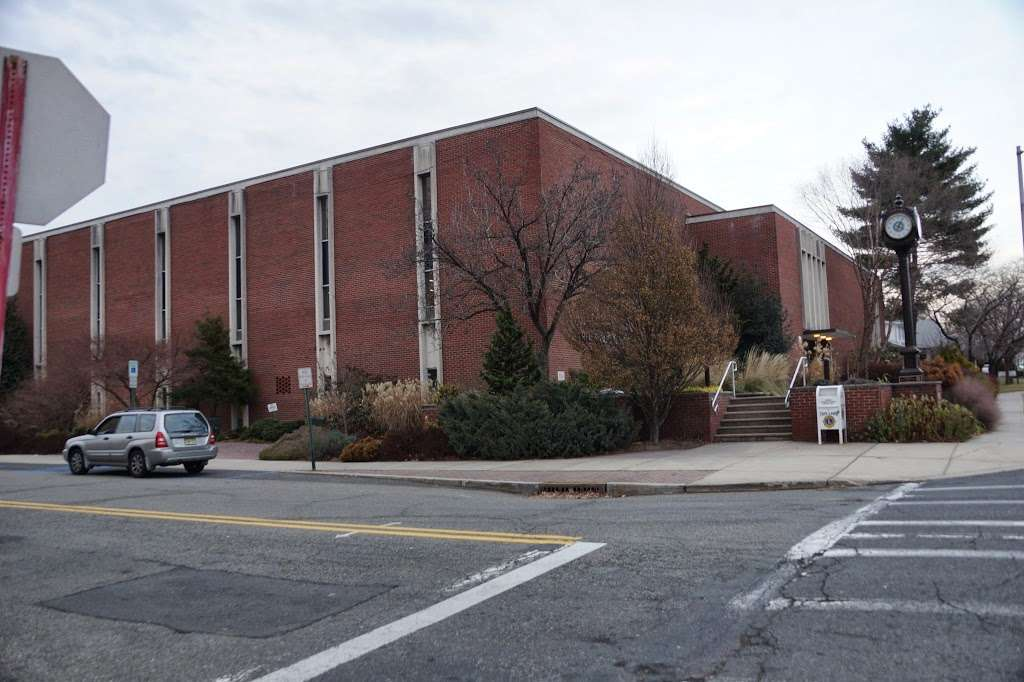 Maurice M. Pine Free Public Library - library  | Photo 4 of 10 | Address: 10-01 Fair Lawn Ave, Fair Lawn, NJ 07410, USA | Phone: (201) 796-3400