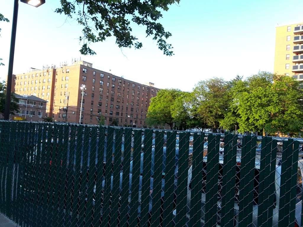 Pugsley Av/Seward Av - bus station    Photo 9 of 9   Address: Bronx, NY 10473, USA
