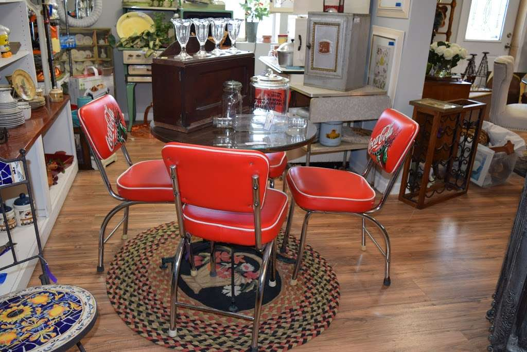 Caits Warehouse - Consignments and Estate Sales - furniture store  | Photo 4 of 10 | Address: 10201 191st St, Mokena, IL 60448, USA | Phone: (708) 995-7746
