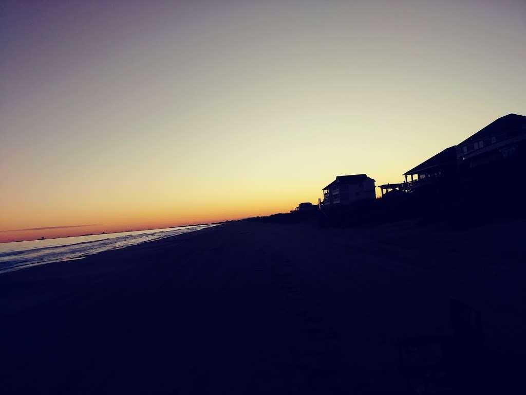 Nautibeach Cottage - lodging  | Photo 3 of 4 | Address: 1129 Blue Water Dr, Crystal Beach, TX 77650, USA