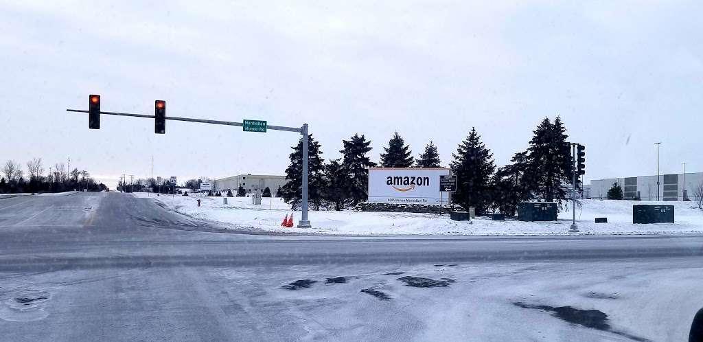 Amazon Fulfillment Center - MDW7 - storage  | Photo 5 of 10 | Address: 6605 W Monee Manhattan Rd, Monee, IL 60449, USA | Phone: (206) 266-1000