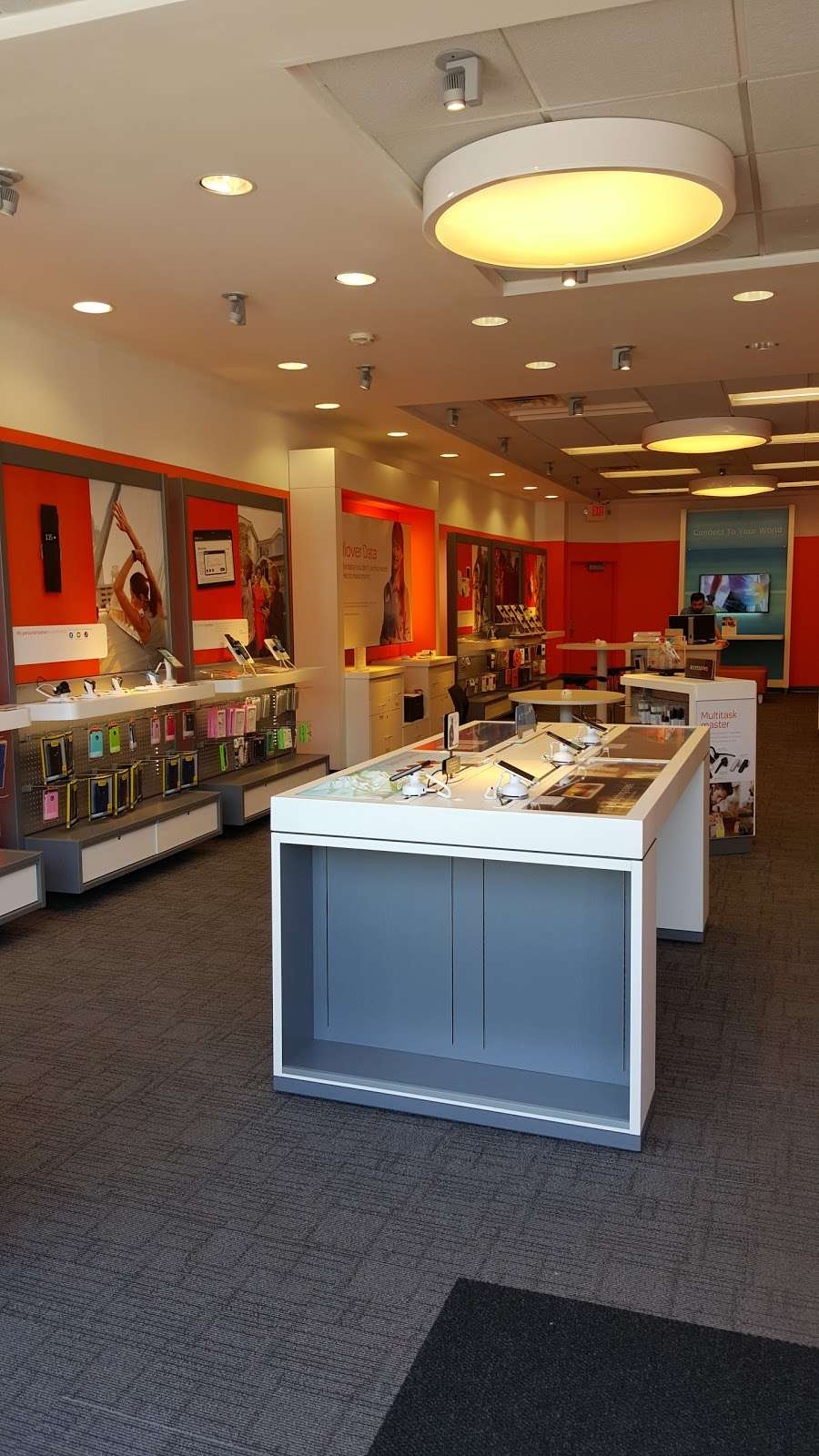 AT&T Store - electronics store  | Photo 4 of 9 | Address: 843 Bronx River Rd, Yonkers, NY 10708, USA | Phone: (914) 226-8240