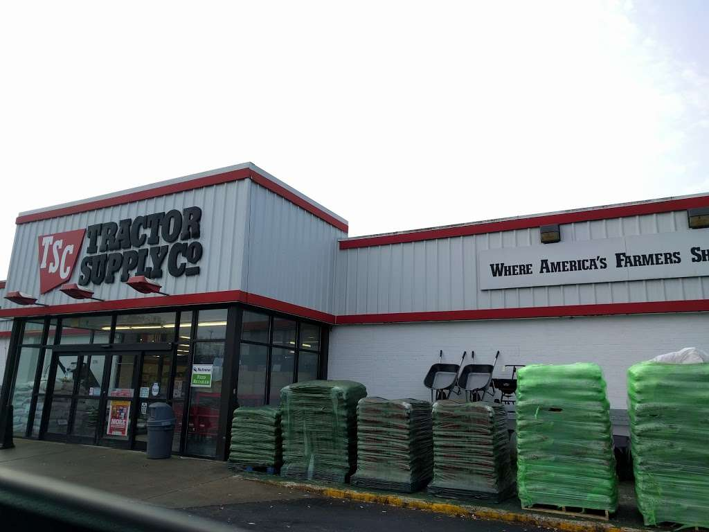 Tractor Supply Co. - hardware store  | Photo 5 of 10 | Address: 3250 US Hwy 70 SE, Newton, NC 28658, USA | Phone: (828) 466-3666
