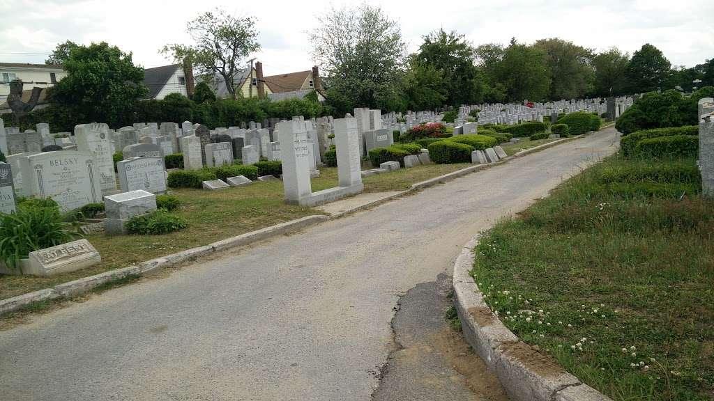 Montefiore Cemetery - cemetery  | Photo 7 of 10 | Address: 121-83 Springfield Blvd, Jamaica, NY 11413, USA | Phone: (718) 528-1700