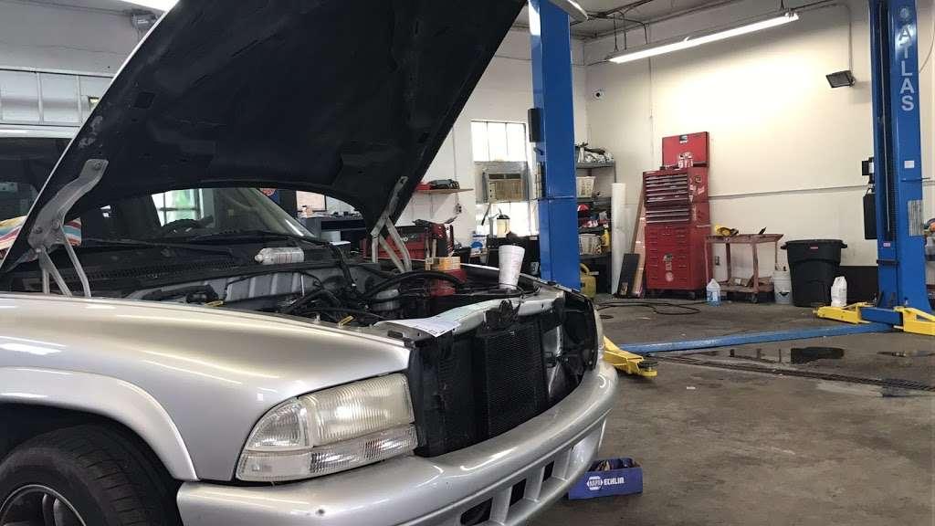 Lansdale Auto 兰带车行 - car repair  | Photo 8 of 10 | Address: 1550 N Broad St, Lansdale, PA 19446, USA | Phone: (215) 361-2123