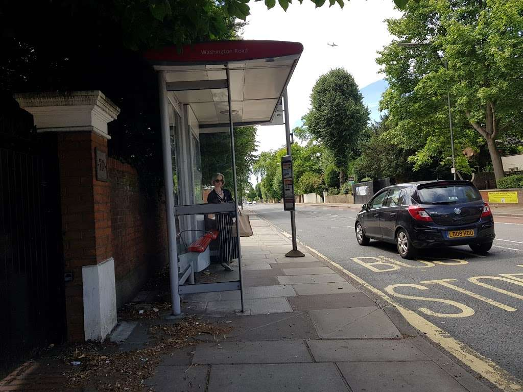 Washington Road Barnes (Stop M) - bus station  | Photo 1 of 1 | Address: Barnes, London SW13 9EX, UK
