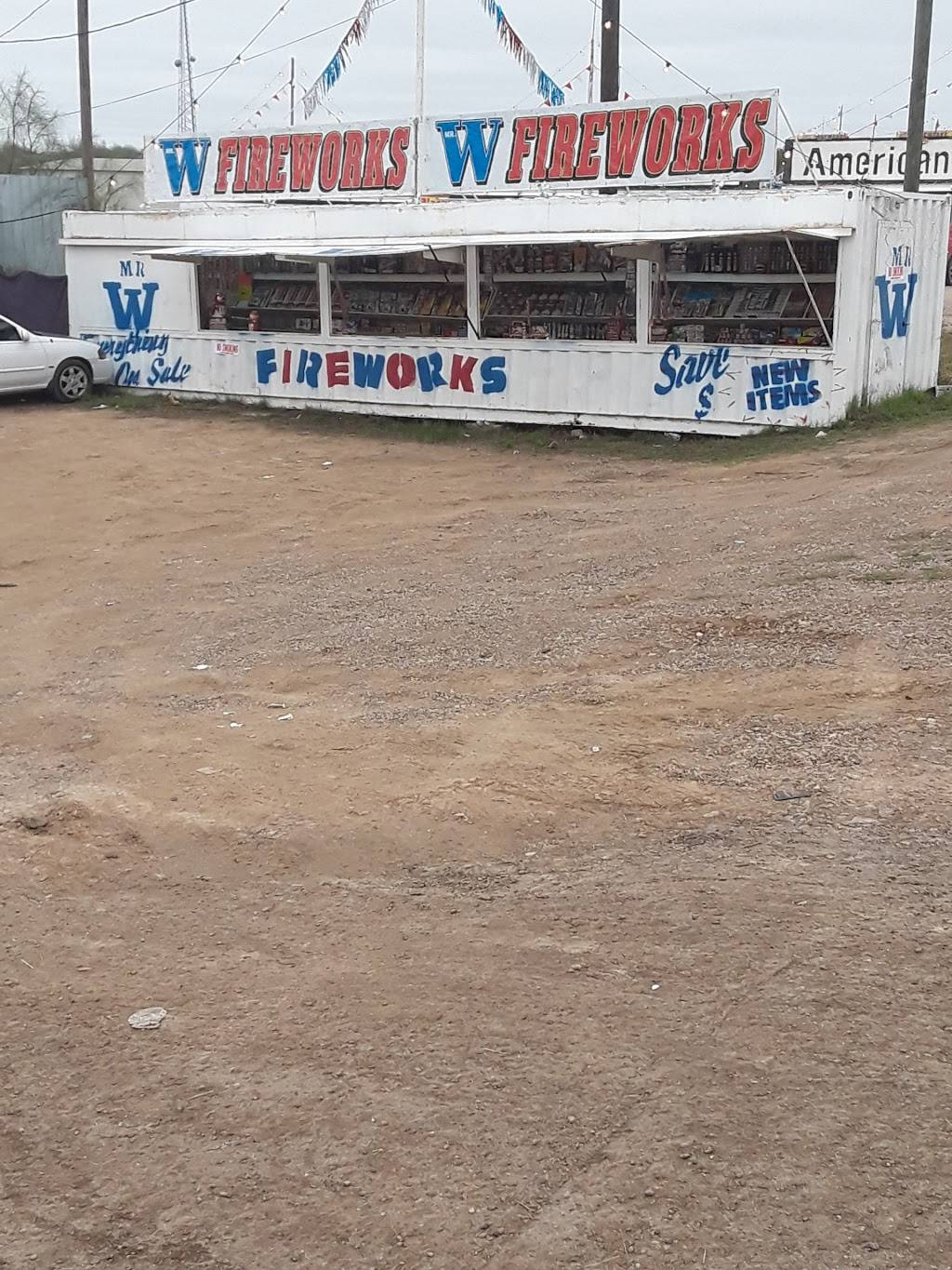 Mr. W Fireworks - store  | Photo 3 of 8 | Address: 6924 TX-359, Laredo, TX 78043, USA | Phone: (210) 622-3112