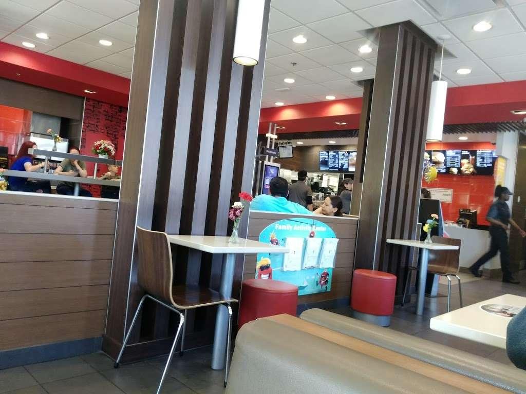 McDonalds - cafe  | Photo 2 of 10 | Address: 7031 Ogden Ave, Berwyn, IL 60402, USA | Phone: (708) 484-8047