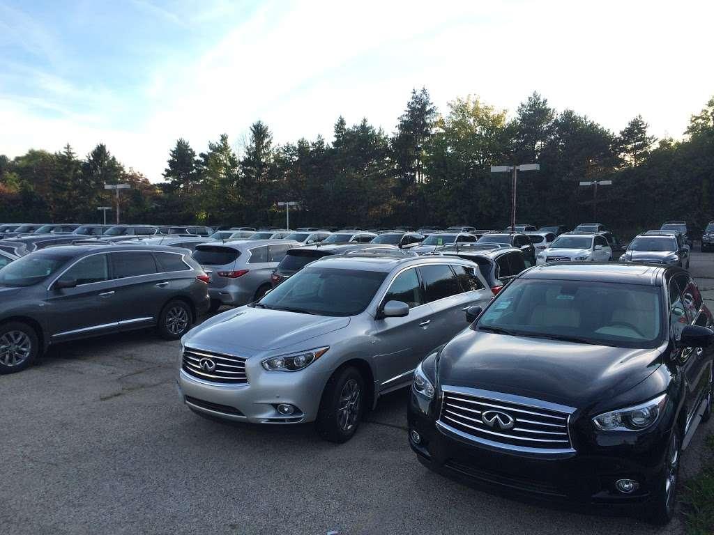 Gregory INFINITI - car dealer  | Photo 10 of 10 | Address: 1121 S Milwaukee Ave, Libertyville, IL 60048, USA | Phone: (847) 362-9200