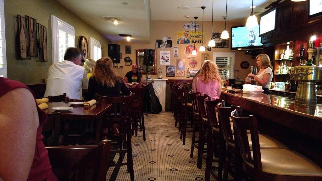Long Hill Tavern - restaurant  | Photo 6 of 10 | Address: 632 Meyersville Rd, Gillette, NJ 07933, USA | Phone: (908) 647-6302