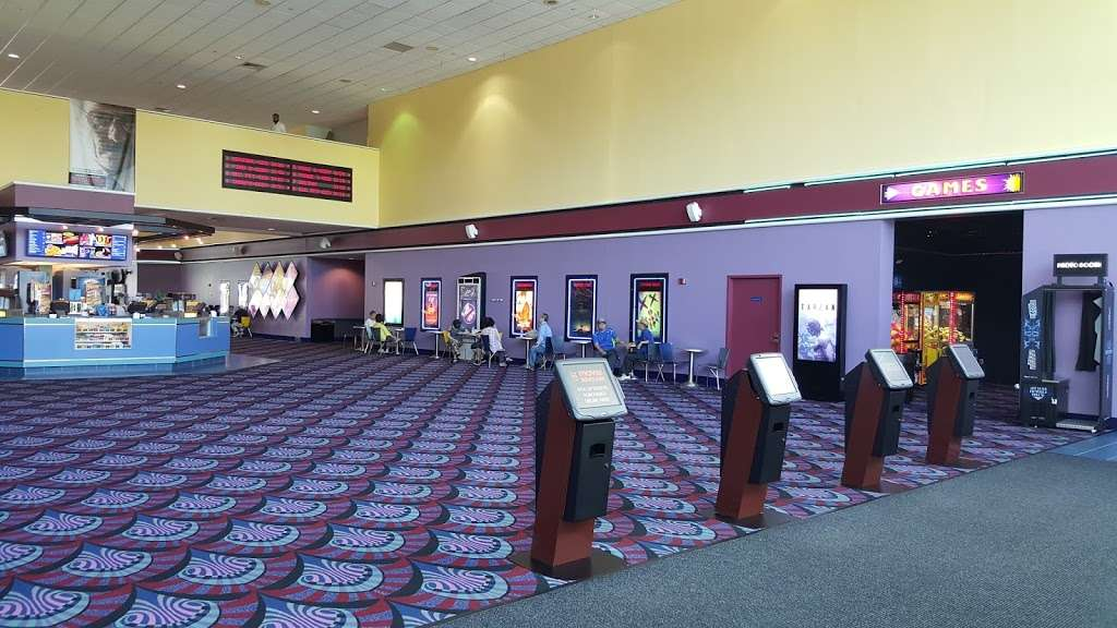 Edgewater Multiplex Cinemas - movie theater  | Photo 7 of 10 | Address: 339 River Rd, Edgewater, NJ 07020, USA | Phone: (800) 315-4000