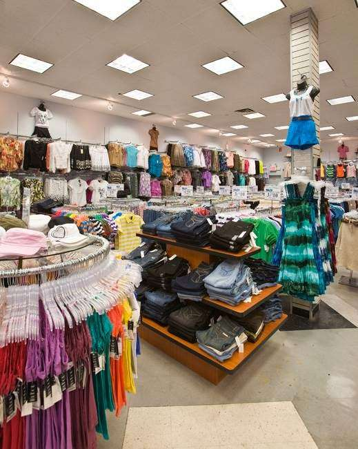 Telco Stores - department store  | Photo 5 of 10 | Address: 6708 18th Ave, Brooklyn, NY 11204, USA | Phone: (718) 621-2120