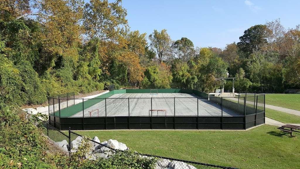 Overlook Park - park  | Photo 7 of 10 | Address: 1300 Overbrook Rd, Baltimore, MD 21239, USA | Phone: (410) 887-5883
