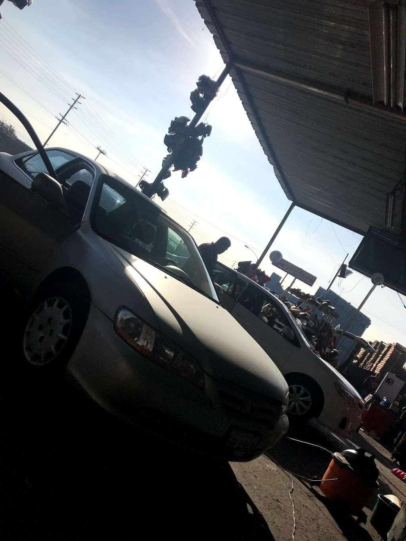 Michoacan Auto Glass - car repair  | Photo 7 of 9 | Address: 9405 Alameda St, Los Angeles, CA 90002, USA | Phone: (323) 567-1662