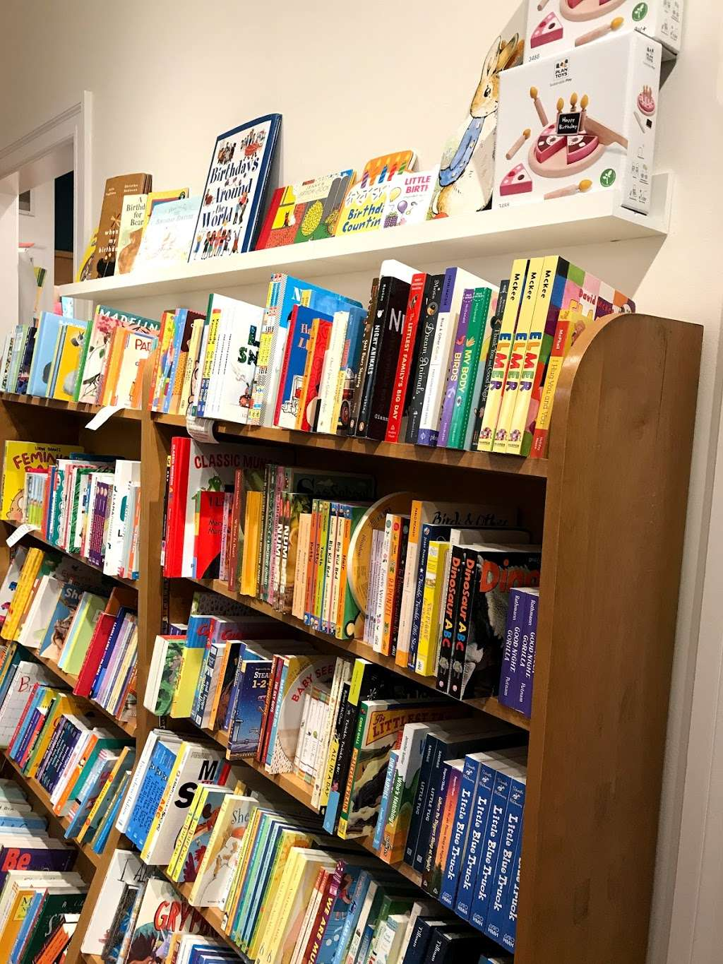 Little City Books - book store  | Photo 10 of 10 | Address: 100 Bloomfield St, Hoboken, NJ 07030, USA | Phone: (201) 626-7323