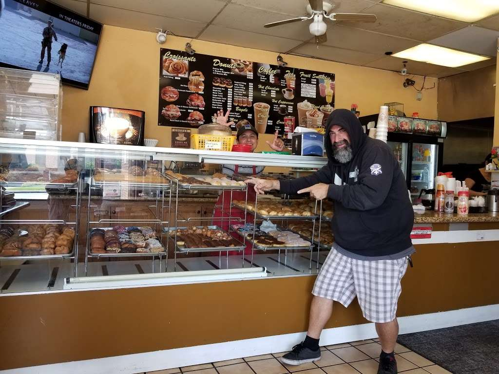 Masters Donuts - bakery  | Photo 1 of 10 | Address: 14050 Cherry Ave # Q, Fontana, CA 92337, USA | Phone: (909) 350-0911