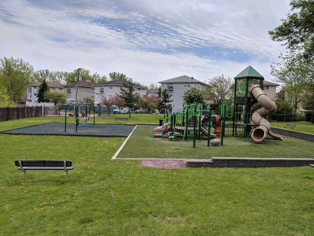 Acorn Park - park  | Photo 4 of 9 | Address: 1199 Farm Rd, Secaucus, NJ 07094, USA