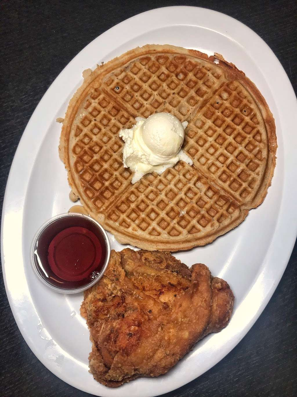 Chicagos Home of Chicken & Waffles - restaurant  | Photo 9 of 10 | Address: 543 Madison St, Oak Park, IL 60302, USA | Phone: (708) 524-3300