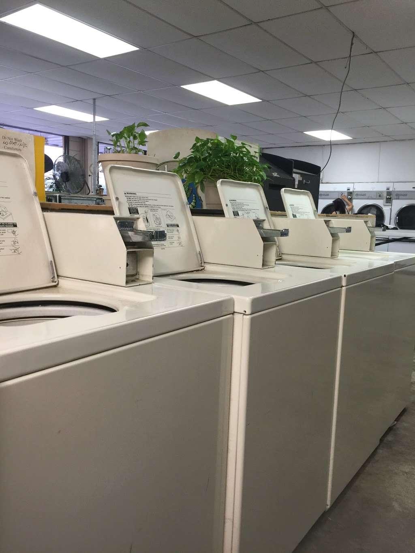 Clean Team Washateria - laundry    Photo 1 of 5   Address: 501 1/2, El Dorado Blvd B, Webster, TX 77598, USA   Phone: (281) 488-2062
