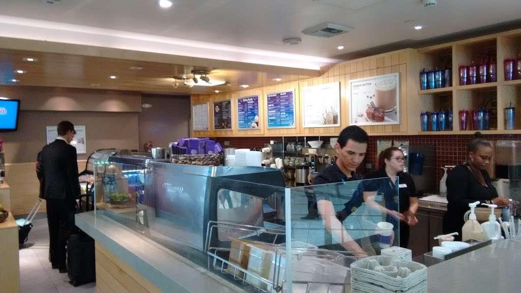 The Coffee Bean & Tea Leaf - cafe  | Photo 3 of 10 | Address: 550 World Way, Los Angeles, CA 90045, USA | Phone: (310) 337-1011