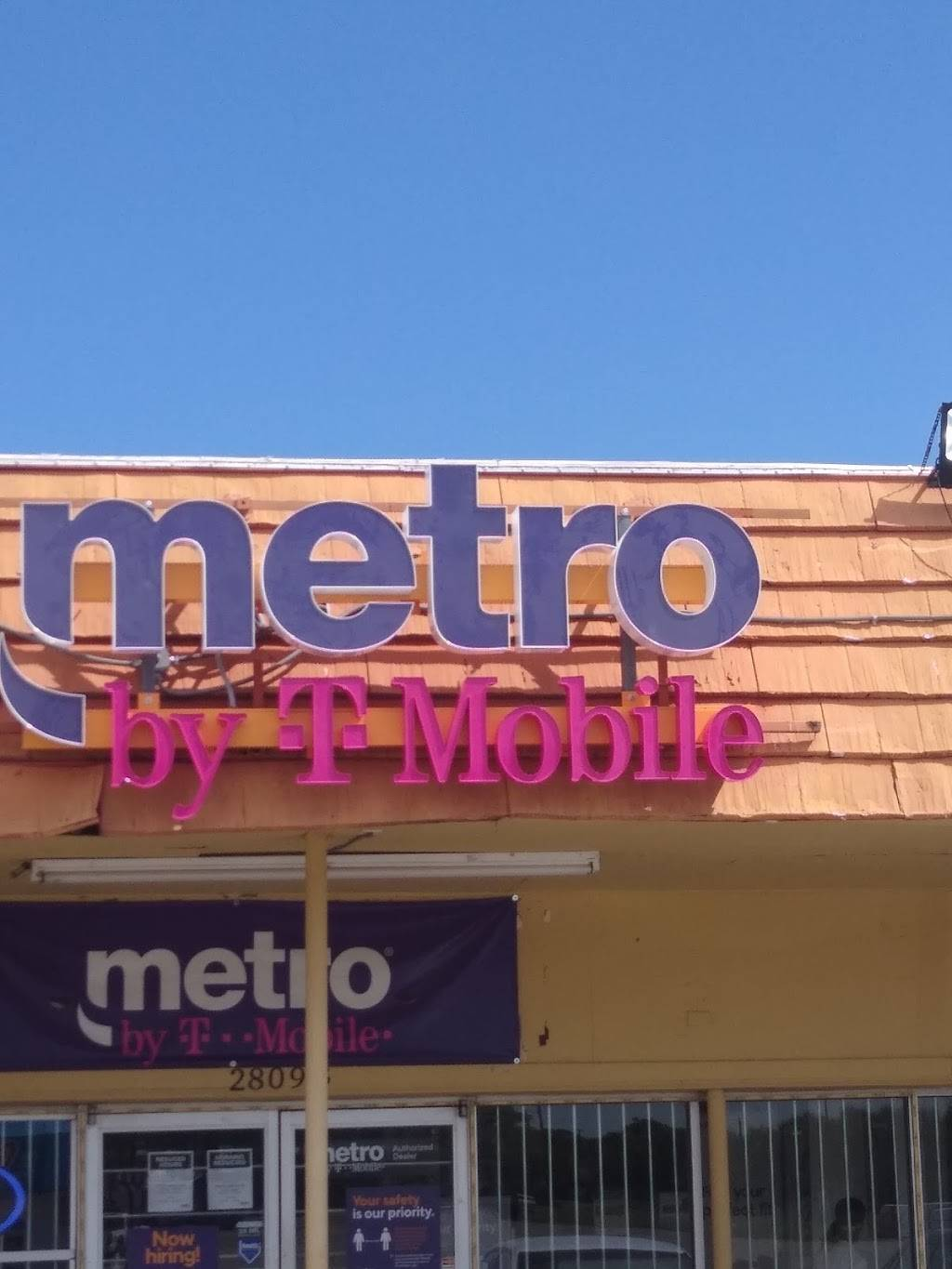 Metro by T-Mobile - electronics store  | Photo 3 of 7 | Address: 2809 Motley Dr Ste B, Mesquite, TX 75150, USA | Phone: (972) 270-3330