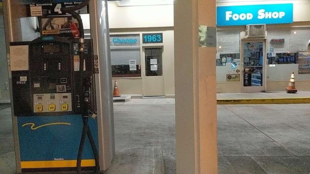 Valero - gas station  | Photo 2 of 8 | Address: 1963 El Camino Real, Palo Alto, CA 94306, USA | Phone: (650) 321-2662