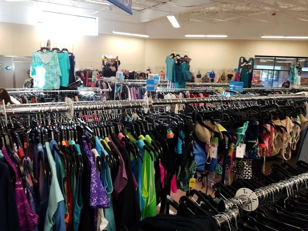 Goodwill Store & Donation Center in Evanston - store  | Photo 4 of 10 | Address: 1916B Dempster Street, Evanston, IL 60202, USA | Phone: (847) 905-1202