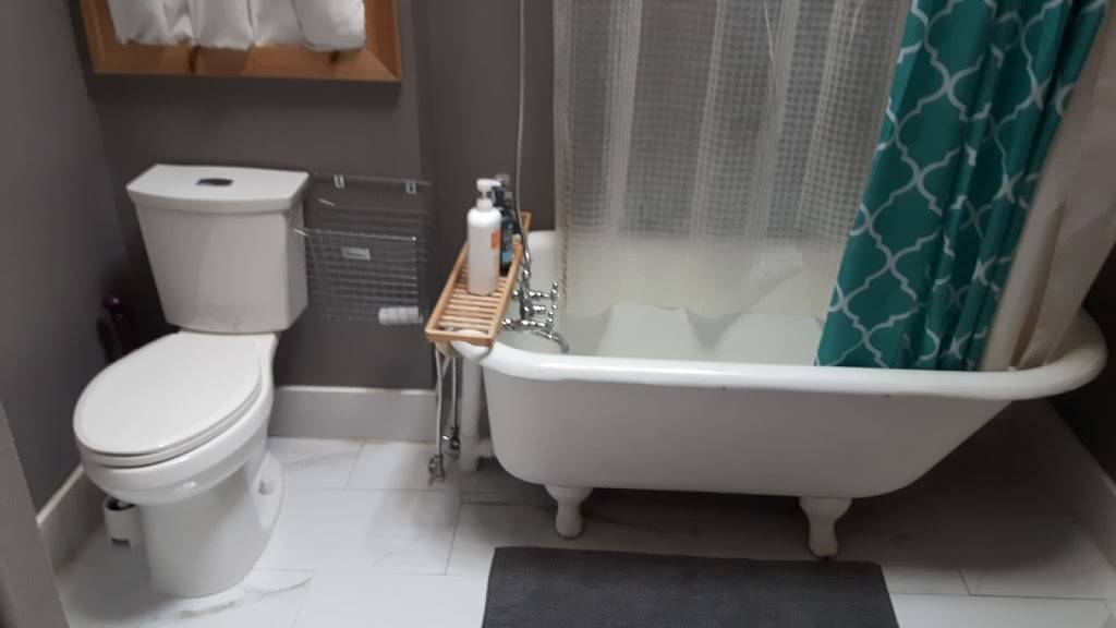 K&D Home Suites, Modern Furnished Rentals - lodging    Photo 3 of 9   Address: 1482 Wyandotte St E, Windsor, ON N9A 3K9, Canada   Phone: (226) 280-8706