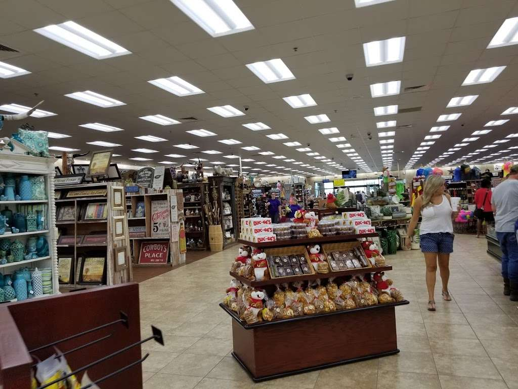 Buc-ees - convenience store  | Photo 10 of 10 | Address: 4080 East Fwy, Baytown, TX 77521, USA | Phone: (979) 238-6390