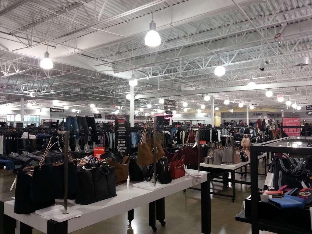 Saks OFF 5TH - department store  | Photo 4 of 10 | Address: 1650 Premium Outlet Blvd #1600, Aurora, IL 60502, USA | Phone: (331) 212-3950