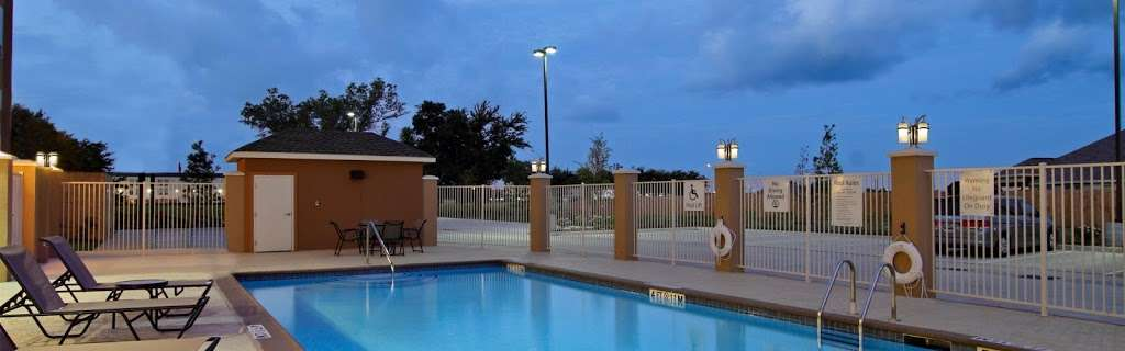 Holiday Inn Express & Suites Houston East - Baytown - lodging  | Photo 8 of 10 | Address: 7515 Garth Rd, Baytown, TX 77521, USA | Phone: (281) 421-9988