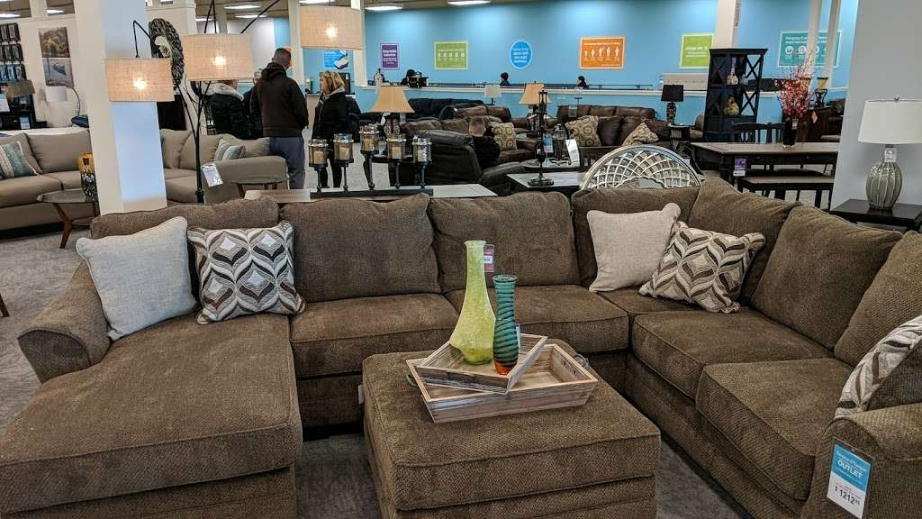 Raymour & Flanigan Furniture and Mattress Outlet - furniture store    Photo 9 of 10   Address: 7 Route 9 S, Manalapan, NJ 07726, USA   Phone: (732) 252-1980
