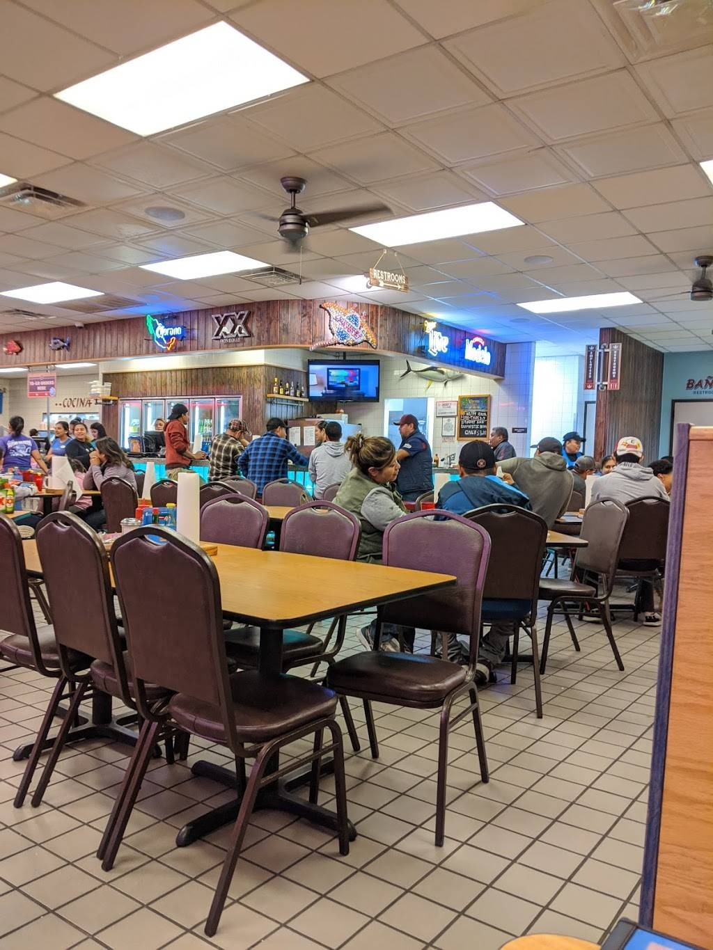 Connies Seafood Market & Restaurant - restaurant  | Photo 3 of 20 | Address: 2525 Airline Dr, Houston, TX 77009, USA | Phone: (713) 868-2144
