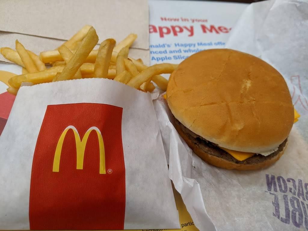 McDonalds - cafe  | Photo 3 of 10 | Address: 1608 E Parmer Ln, Austin, TX 78753, USA | Phone: (512) 836-4100