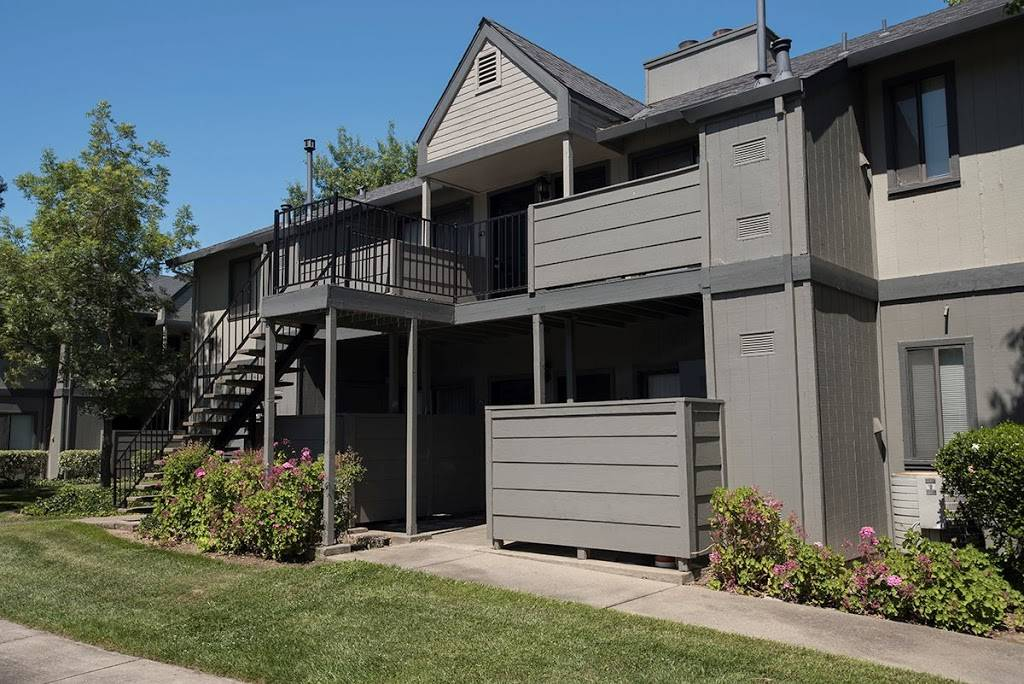 Pepperwood Apartments - real estate agency    Photo 2 of 6   Address: 1900 S Cirby Way, Roseville, CA 95661, USA   Phone: (844) 667-1764