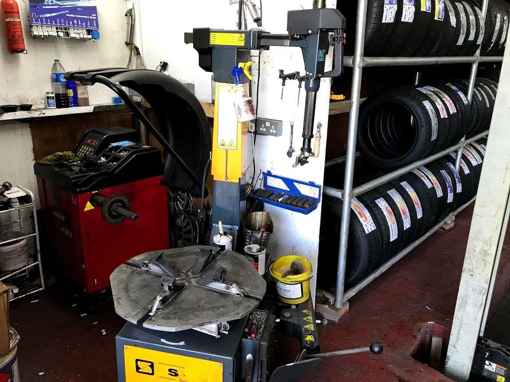 Quick Tyre & Car services - car repair  | Photo 7 of 10 | Address: Craven Park, Harlesden, London NW10 8SQ, UK | Phone: 07427 679906