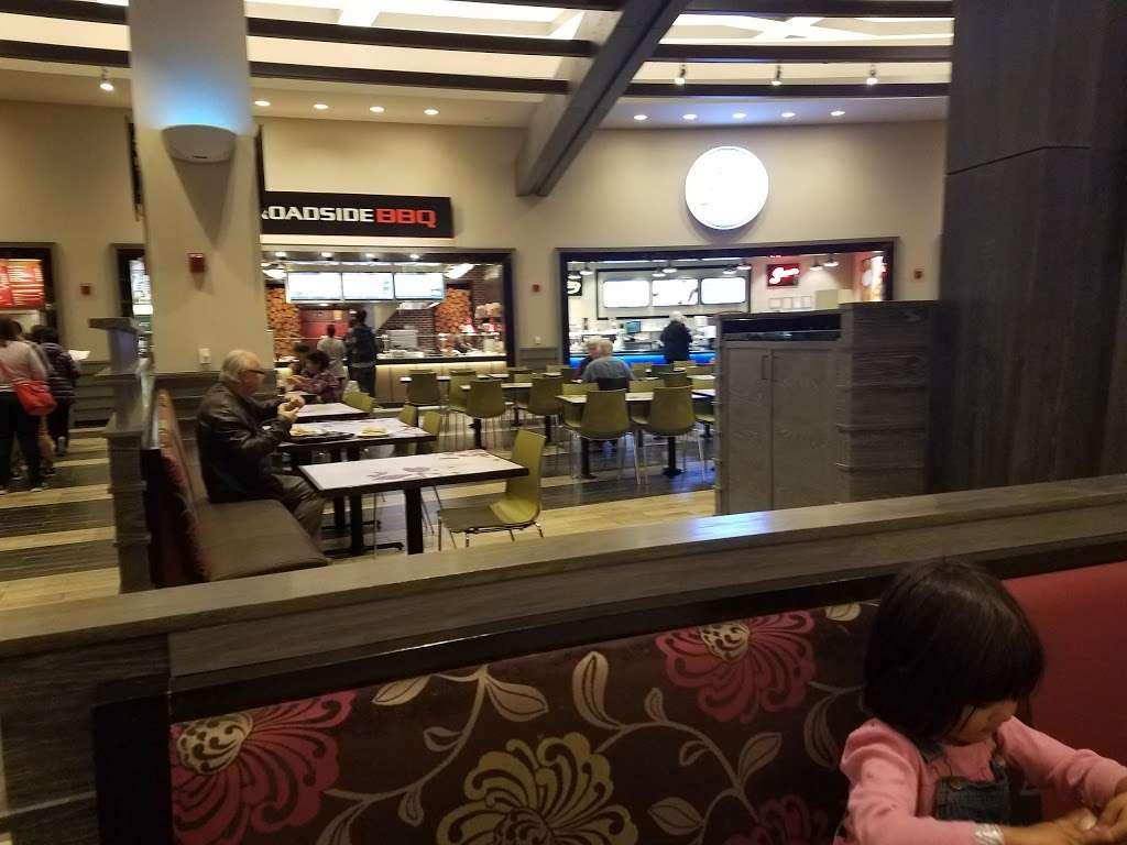 BoatHouse Asian Noodles Quick Serve - restaurant  | Photo 1 of 7 | Address: 630 Park Ct, Rohnert Park, CA 94928, USA | Phone: (707) 585-7625