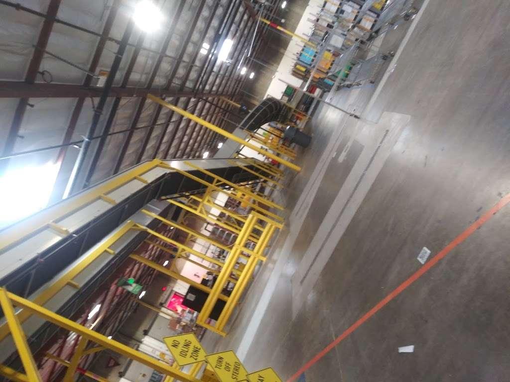 Amazon DSD3 (Sortation Center) - storage  | Photo 9 of 10 | Address: 901 Bay Marina Dr, National City, CA 91950, USA | Phone: (619) 474-4663