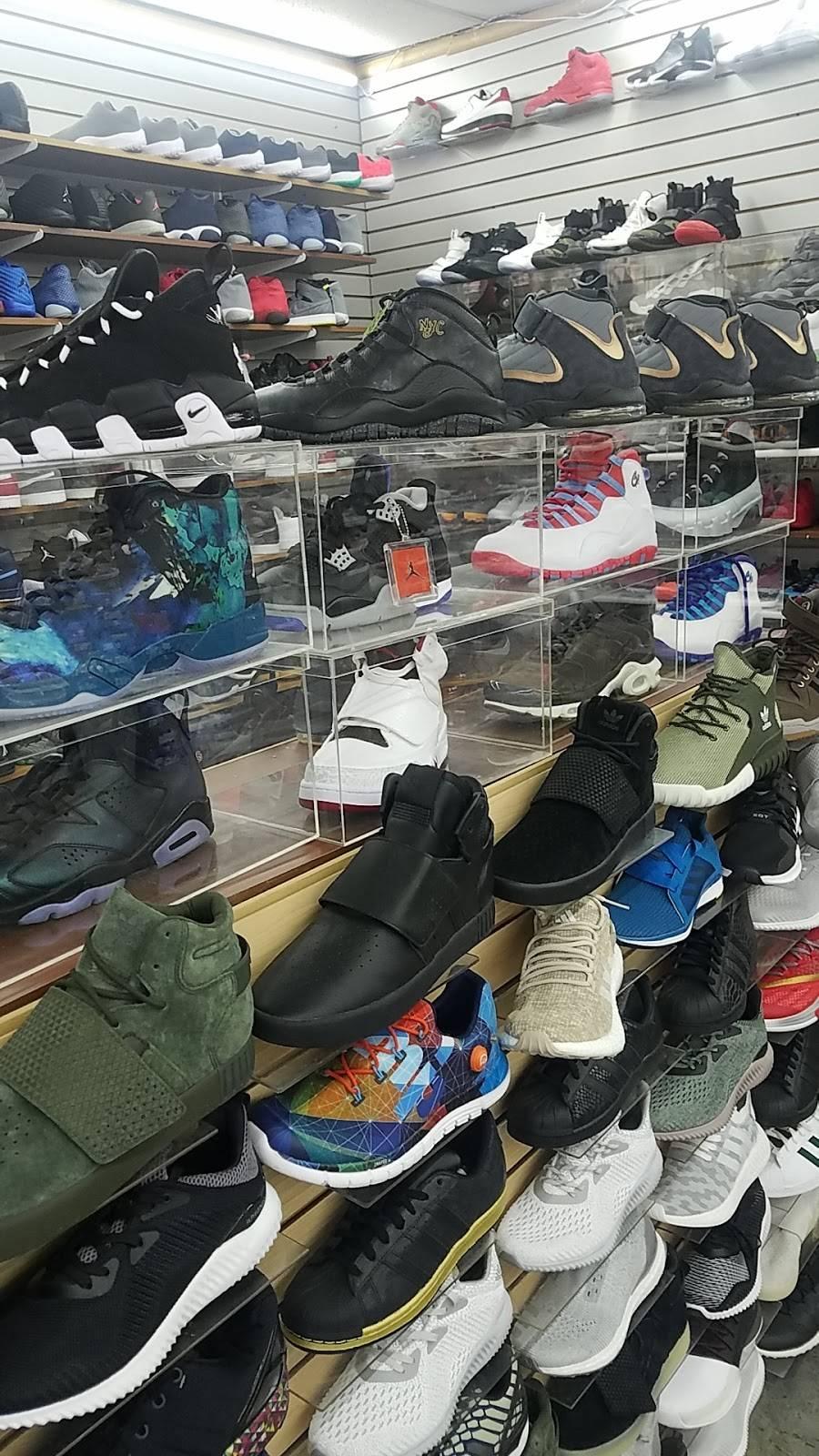 Outlet Shoes & Rugs - shoe store  | Photo 7 of 8 | Address: 221 E Ledbetter Dr, Dallas, TX 75216, USA | Phone: (214) 376-2959