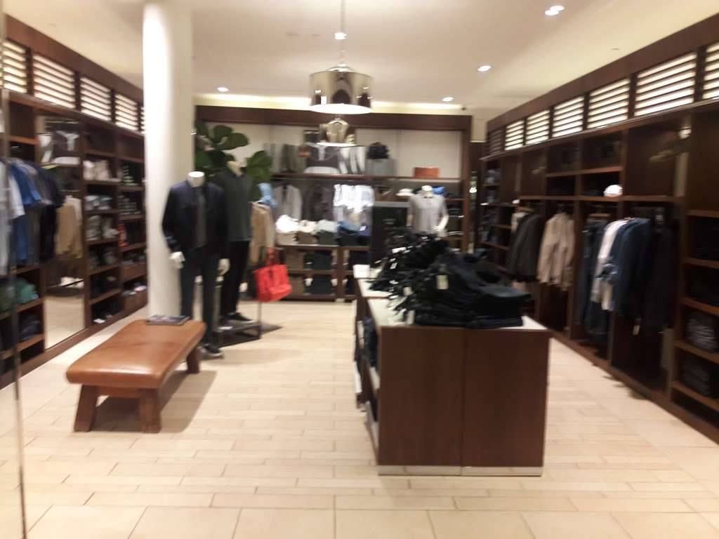 Banana Republic - clothing store    Photo 6 of 10   Address: 1 Garden State Plaza Blvd, Paramus, NJ 07652, USA   Phone: (201) 291-0955