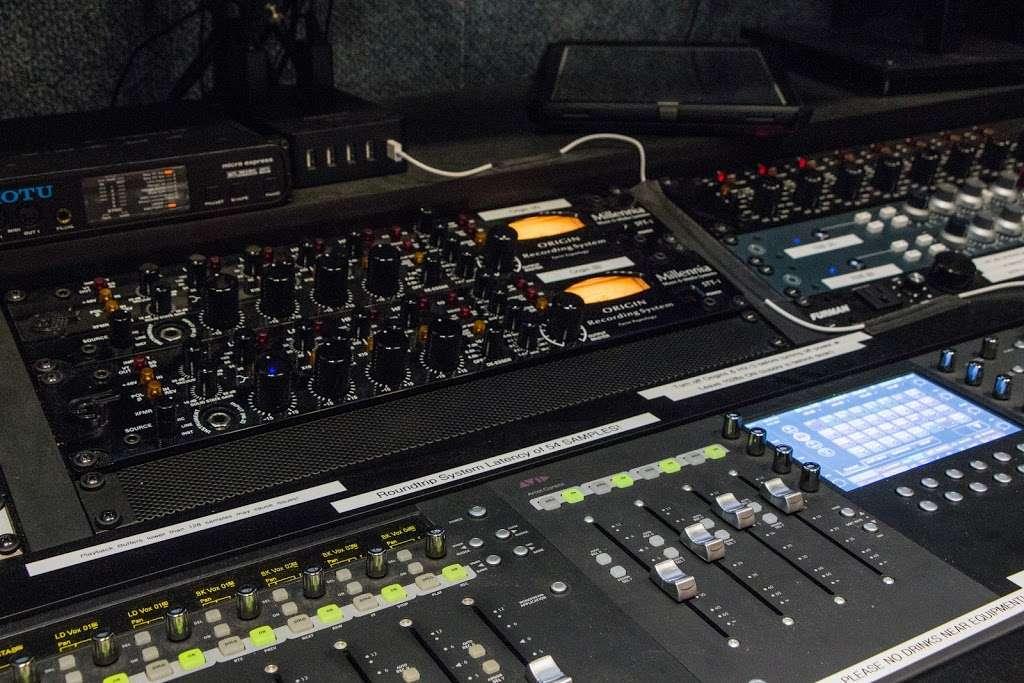 Vitruvian Sound NYC - electronics store  | Photo 4 of 10 | Address: 2 St Nicholas Ave #5, Brooklyn, NY 11237, USA | Phone: (929) 324-0845