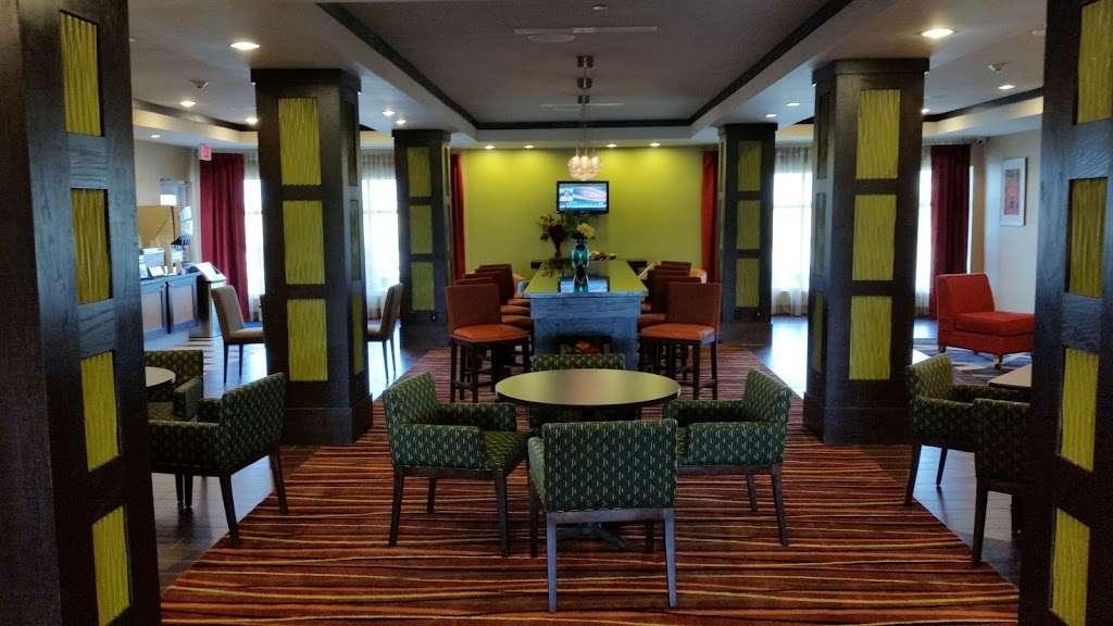 Holiday Inn Express & Suites Houston East - Baytown - lodging  | Photo 5 of 10 | Address: 7515 Garth Rd, Baytown, TX 77521, USA | Phone: (281) 421-9988