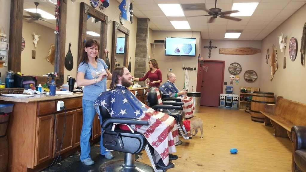 Glyna Maes Barber Shop - hair care  | Photo 2 of 10 | Address: 3250 SE 58th Ave, Ocala, FL 34480, USA | Phone: (352) 694-1500
