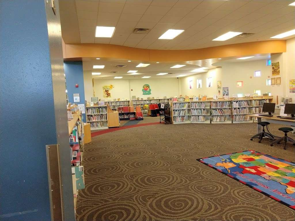Arcadia Park Branch Library - library  | Photo 3 of 9 | Address: 1302 N Justin Ave, Dallas, TX 75211, USA | Phone: (214) 670-6446