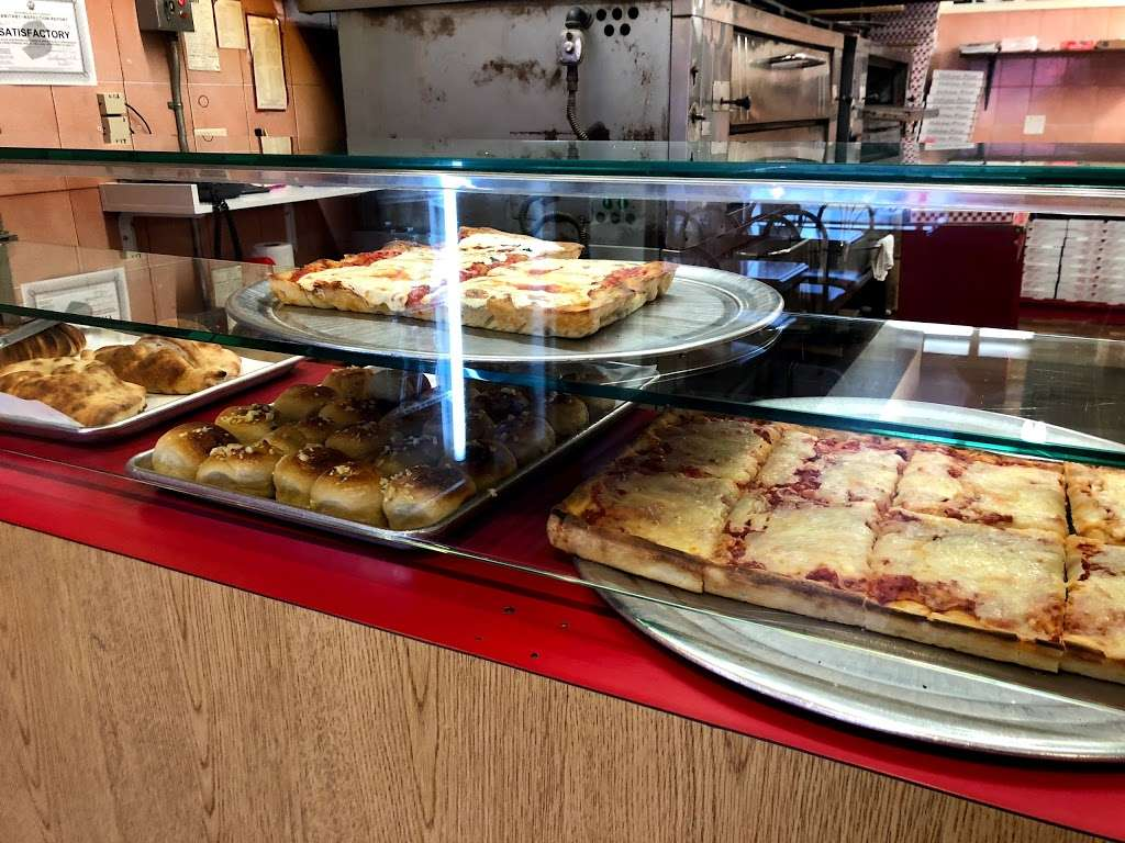 Uncle Franks Pizza - meal delivery  | Photo 4 of 10 | Address: 140 Veterans Plaza, Dumont, NJ 07628, USA | Phone: (201) 385-2854