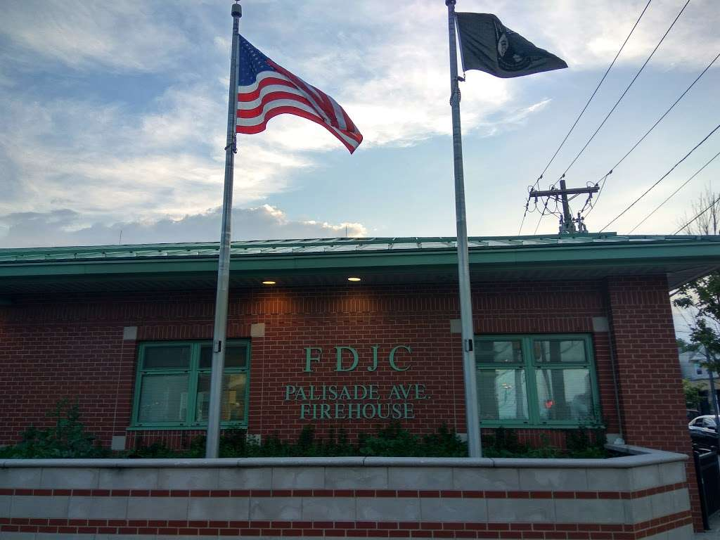 Palisade Ave at Congress St - bus station  | Photo 1 of 1 | Address: Jersey City, NJ 07307, USA