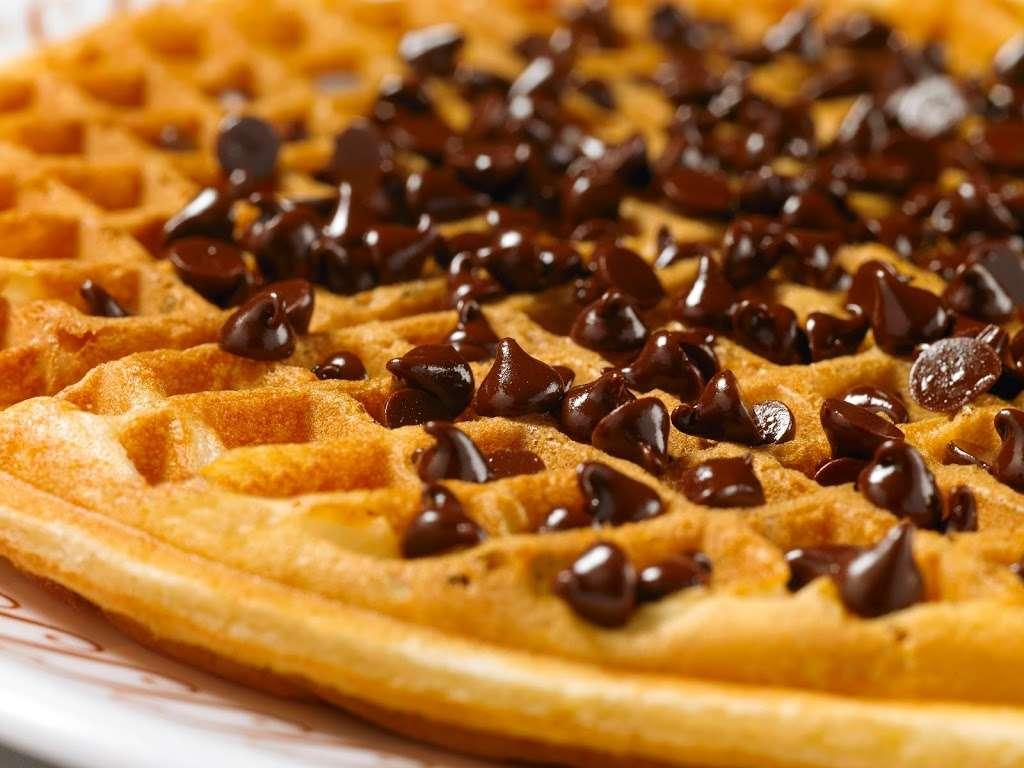 Waffle House - meal takeaway    Photo 6 of 10   Address: 1116 League Line Rd, Conroe, TX 77303, USA   Phone: (936) 890-0555